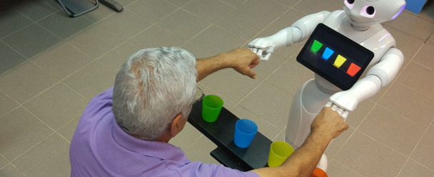 A robot congratulates a patient for correctly sorting the colored beakers. Photo: Shelly Levy-Tzedek